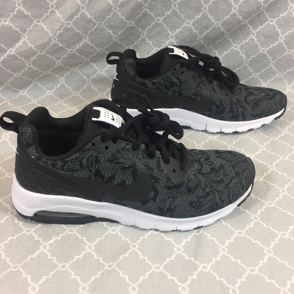 new arrival 31173 3a795 Nike Women s Air Max Motion, Size 6